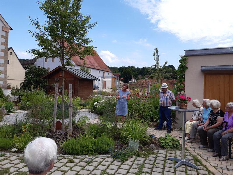 Senioren in Frau Loefflers Paradies